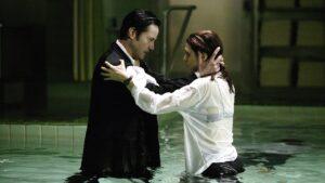 Keanu Reeves et Rachel Weisz. Image tiré du premier film.