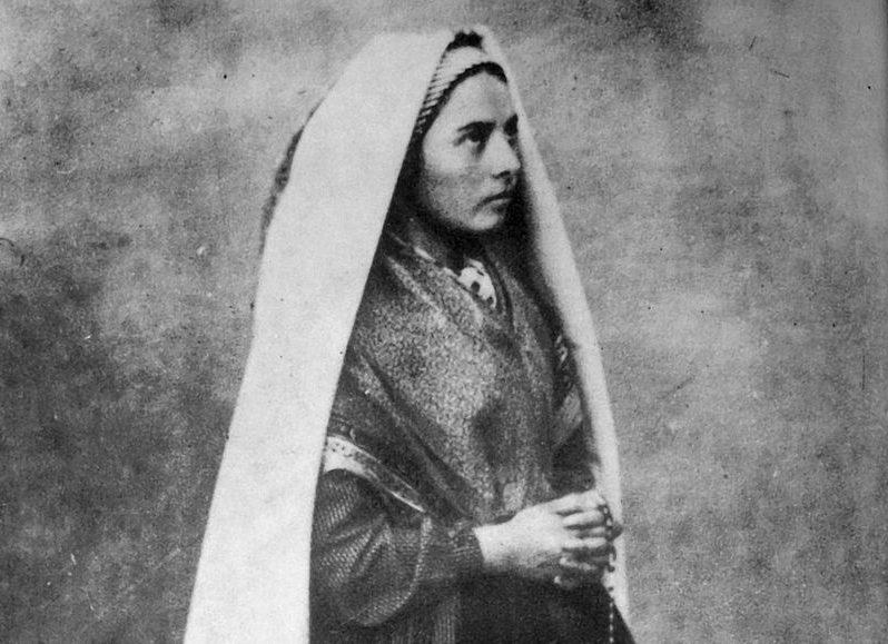 Quand la Vierge est apparue à Bernadette Soubirous...