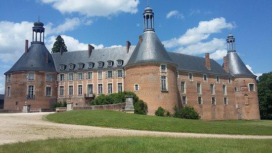 Château de Saint-Fargeau : découvrez son histoire mouvementée !