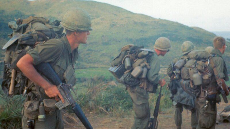 Guerre du Vietnam : il remonte le moral des troupes avec... Des bières !
