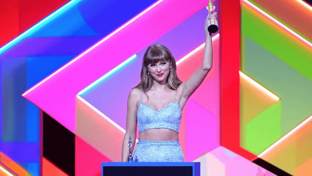 Taylor Swift lors de la 41e édition des Brit Awards, à l'O2 Arena de Londres. - Cultea