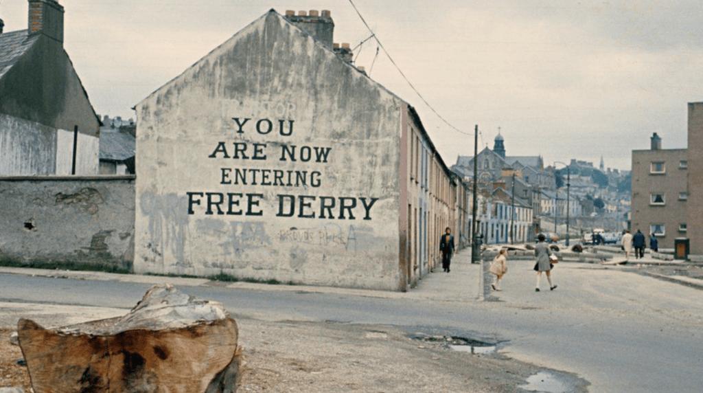 Free Derry Corner à l'angle de Lecky Road et Fahan Street dans le Bogside (Londonderry) - Cultea