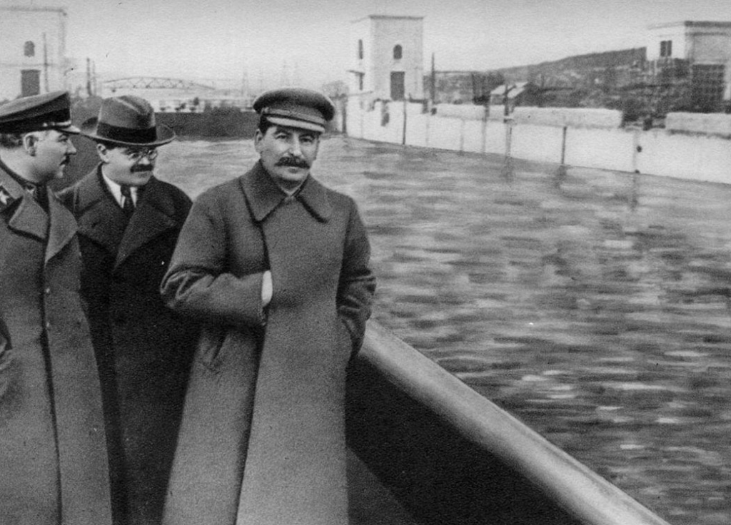 Nikolaï Iejov a disparu du cliché, à droite de Staline - Cultea