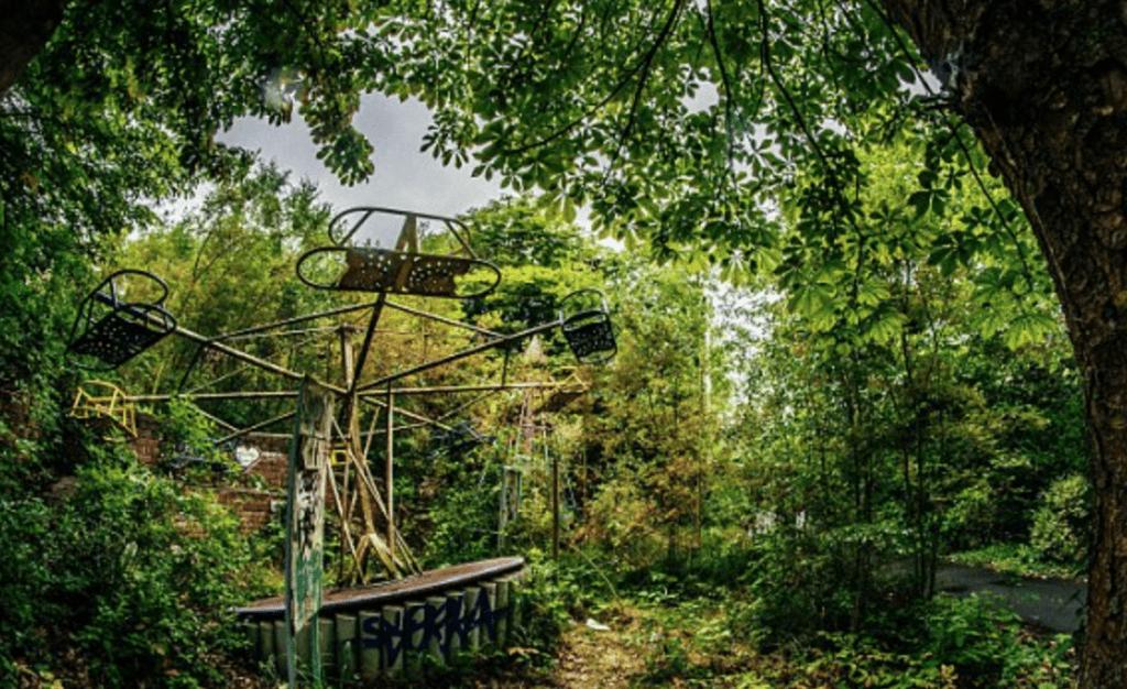 Photo d'une attraction du Dadipark laissée à l'abandon, Kris Van de Sande - Cultea