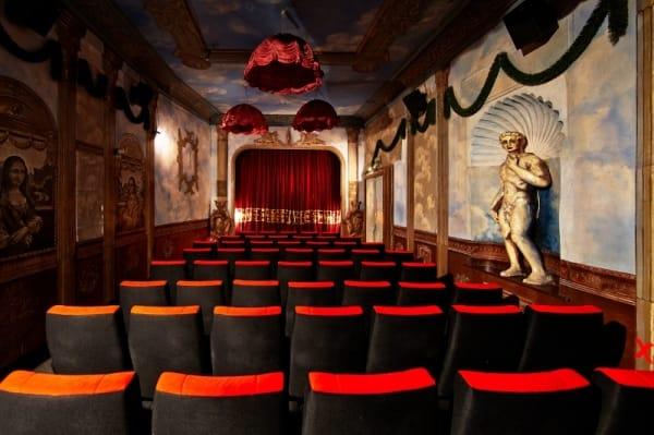 Salle rococo du Museum Lichtspiele, Munich. - Cultea