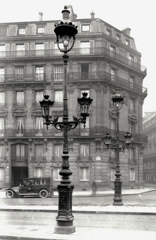 Lampe à arc et lanterne à gaz à Paris - Cultea