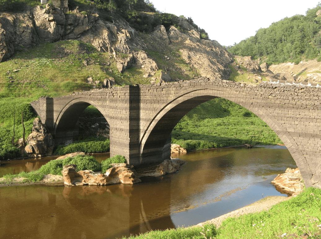 Le village et le pont engloutis du barrage de Sarrans - Cultea