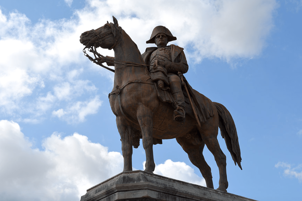La position du cheval sur une statue équestre explique-t-elle la mort du cavalier ?