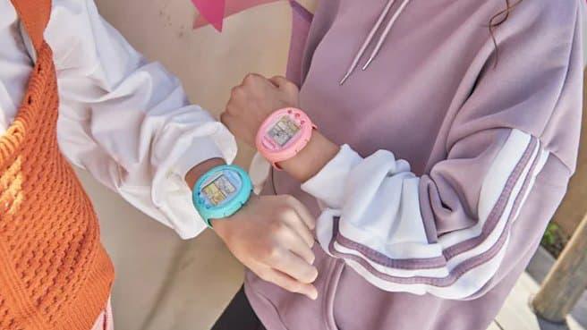 Tamagotchi : le jouet emblématique des années 90 est de retour en montres !
