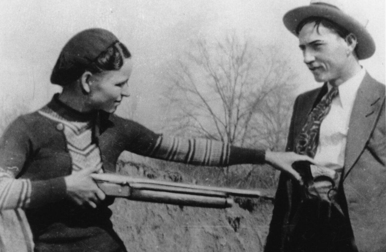 Bonnie & Clyde : le couple criminel toujours en cavale... - Cultea