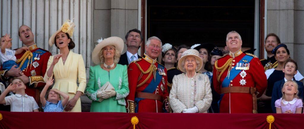 La famille royale britannique au balcon de Buckingham Palace lors d'une célébration de Trooping the colour - Cultea