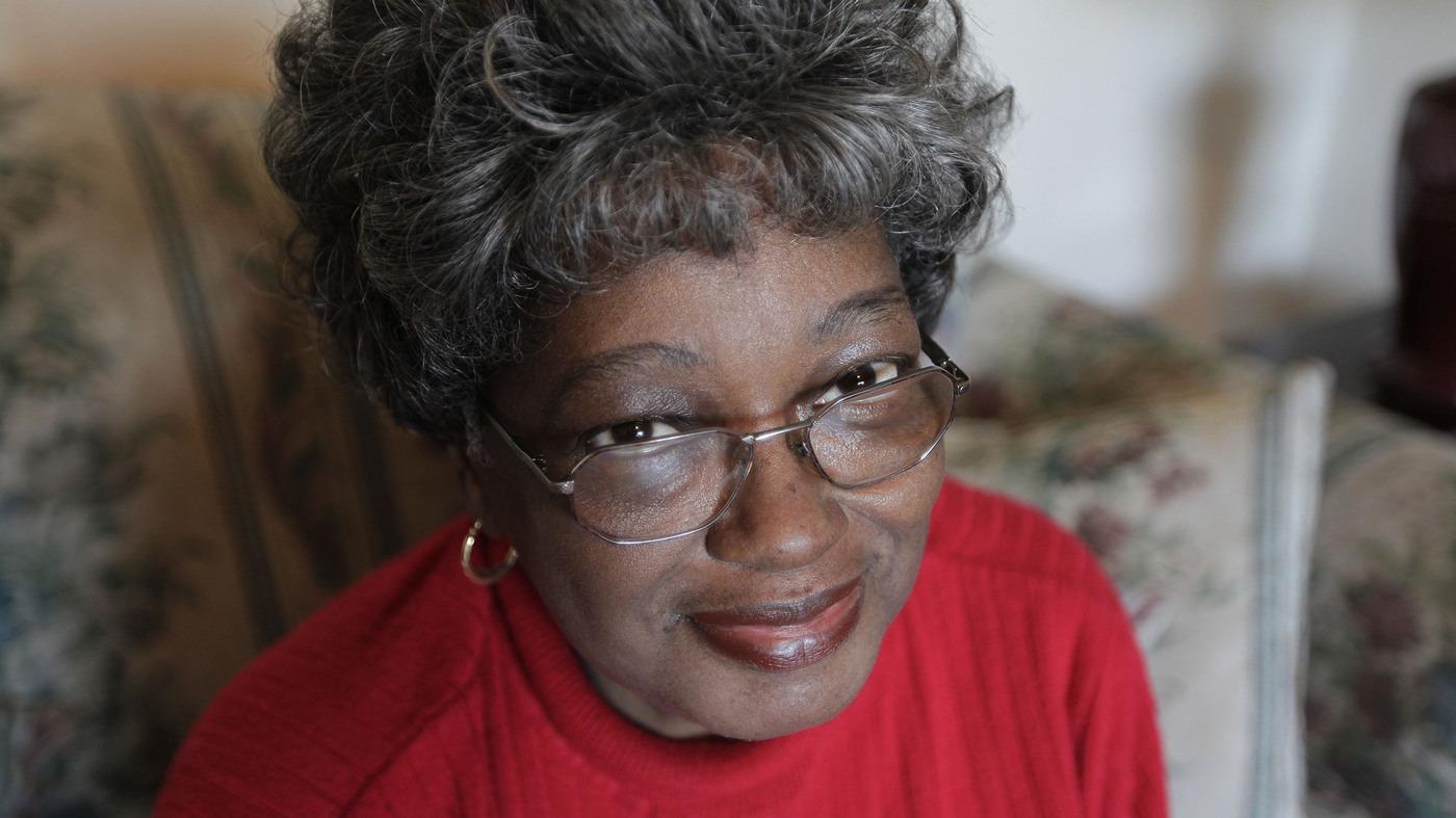 Claudette Colvin en 2016. Des dizaines d'années après avoir été la première femme noire à refuser de céder sa place dans le bus à une femme blanche.