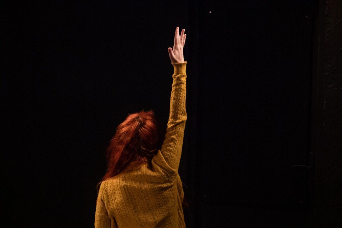 """""""Balayer, Fermer, Partir"""" : la maison, le corps et l'âme... [Festival d'Avignon 2021] - Cultea"""