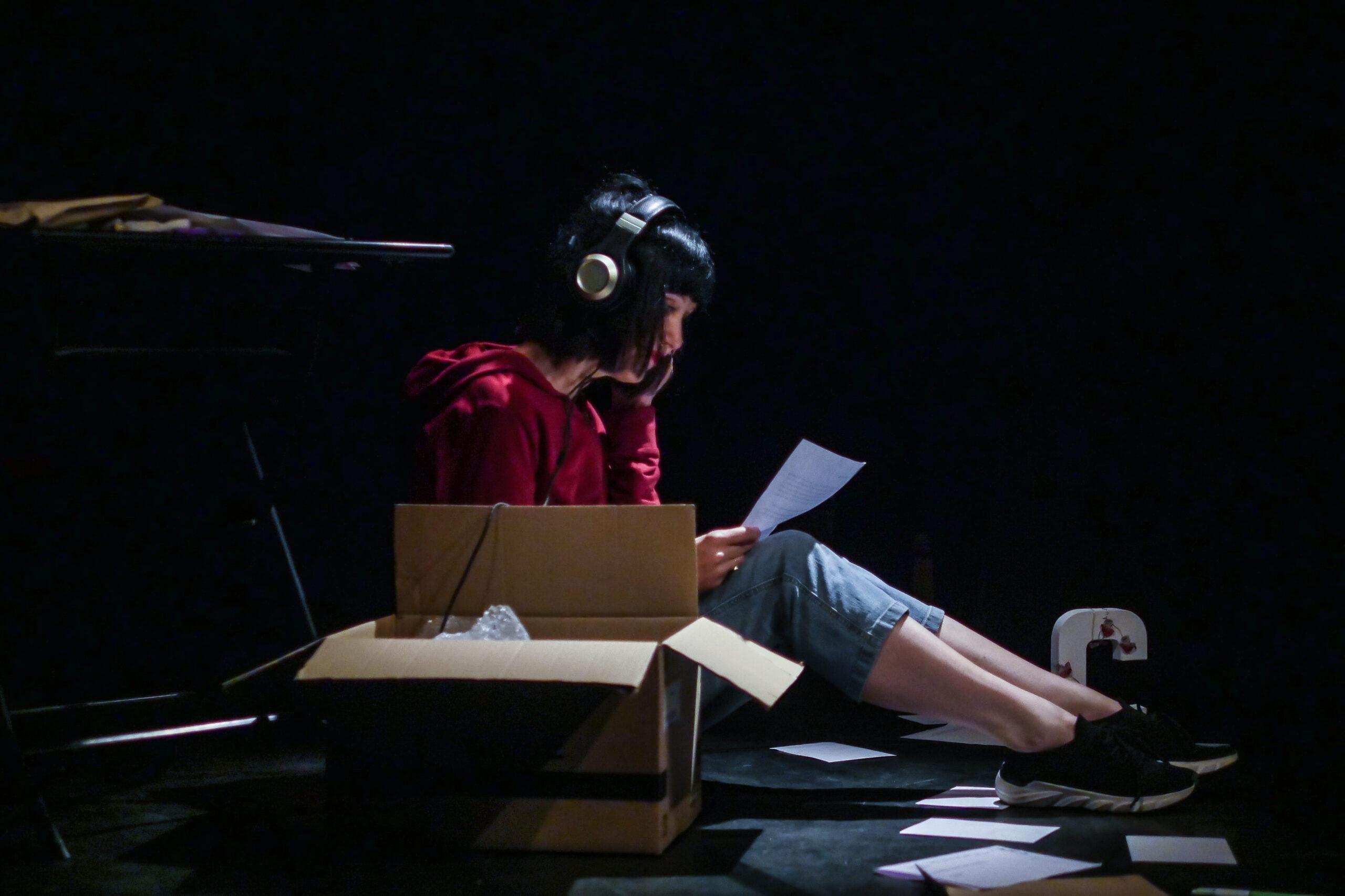 """""""Une fille sans personne"""" : écrire pour exister ! [Festival Avignon 2021]"""