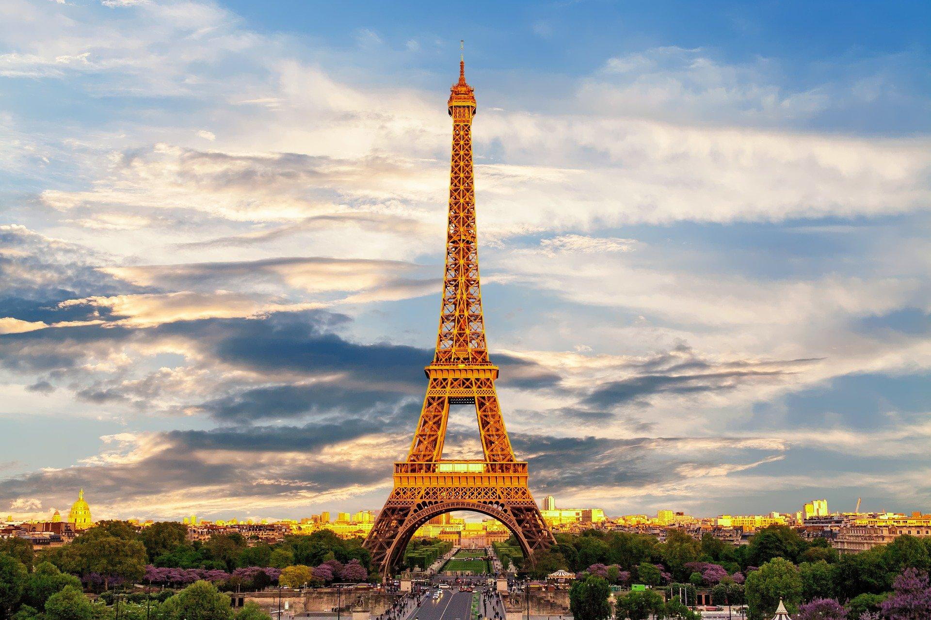 Pourquoi le temps s'écoule-t-il plus vite au sommet de la tour Eiffel ?