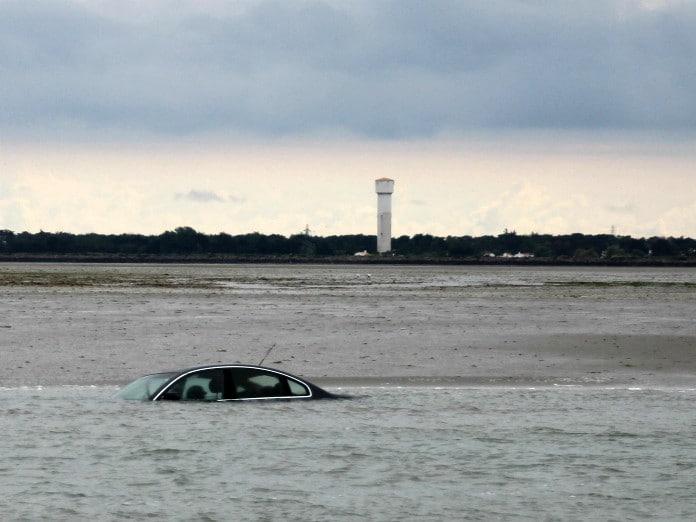 Une voiture submergée en Vendée - Cultea